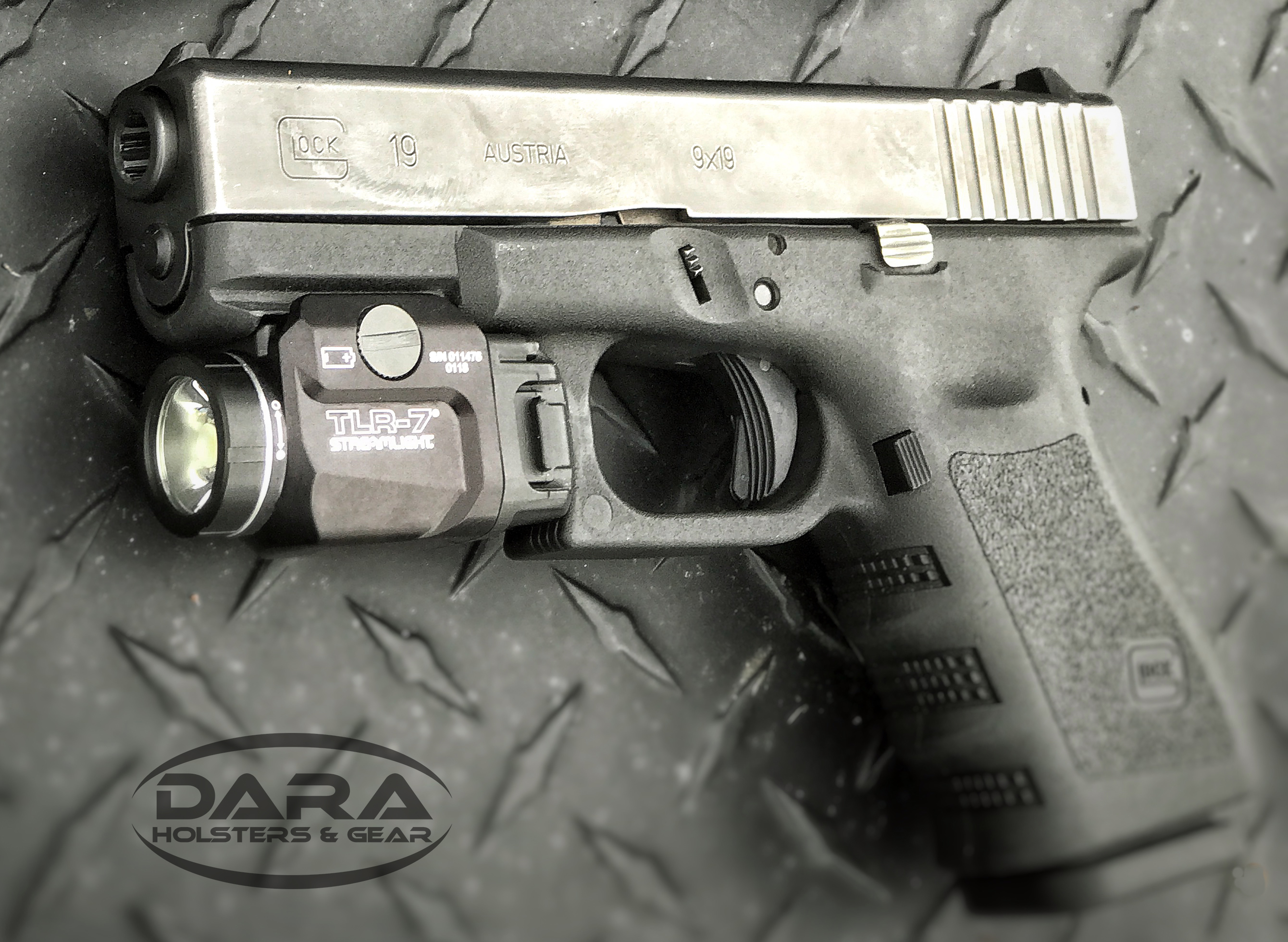 Glock 19 with Streamlight TLR-7 Holsters - DARA HOLSTERS & GEAR